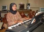 Pelatih elekton n olah vokal yang tak kenal lelah demi anak didiknya Ibu Rahma Novella